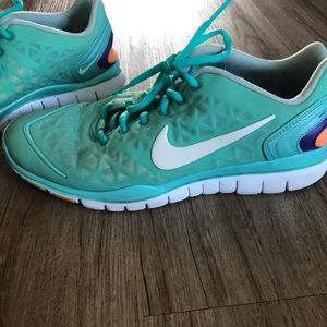 Nike Training Free Fit 2 Size 7.5 Women's Shoes